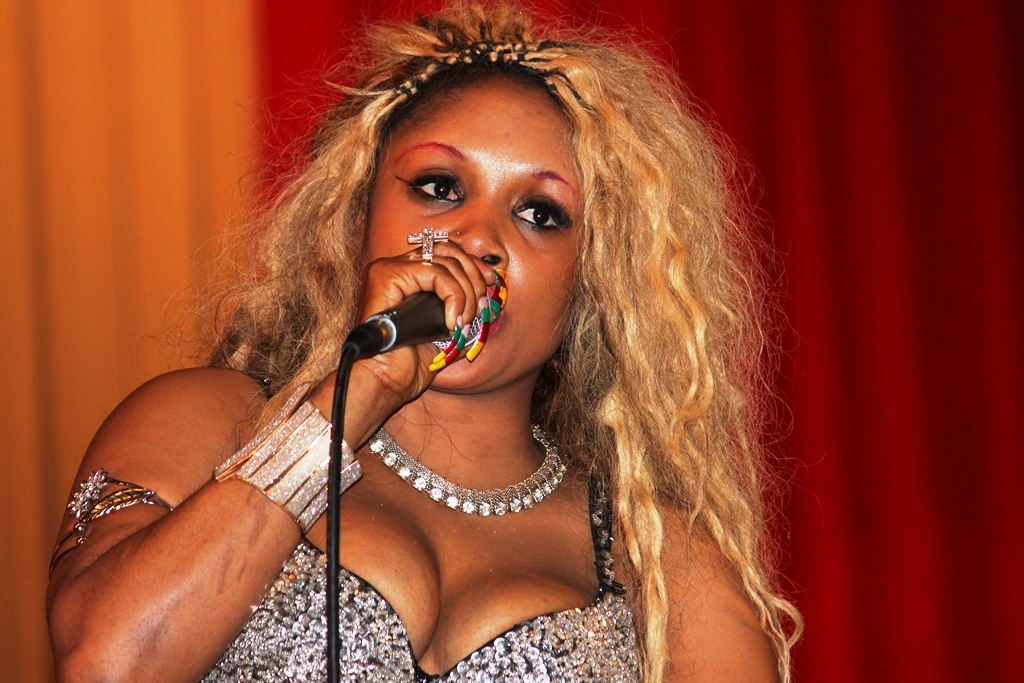 Coco Argentée, artiste musicienne Camerounaise