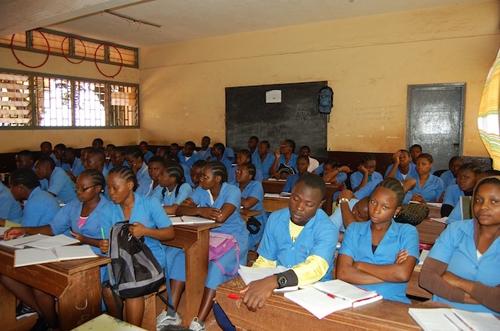 Des élèves du secondaire en classe