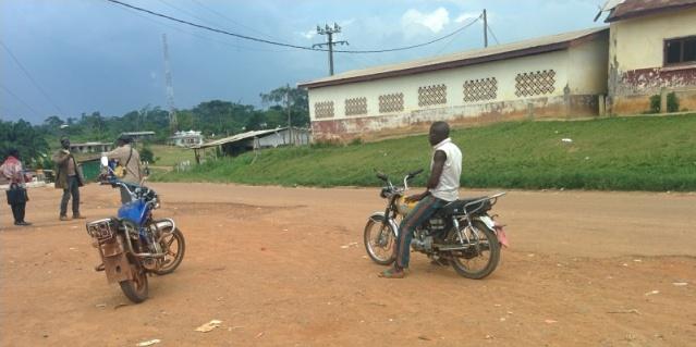 Stationnement des motos pour Melane