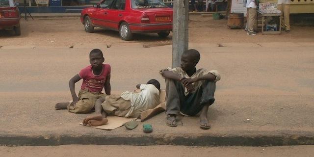 Enfants de rue à Garoua - Crédit photo: leseptentrion.net
