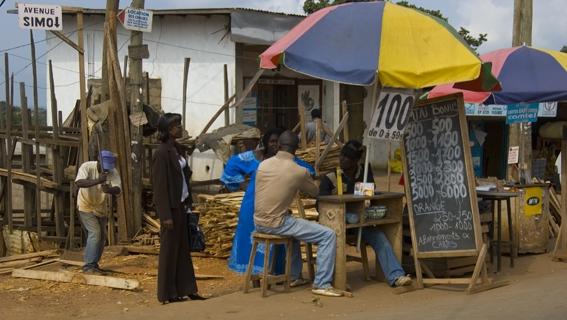 """L'un des """"métiers"""" les plus exercés par les jeunes Camerounais à la fin de leurs études  - Crédit photo: davidamram.be"""