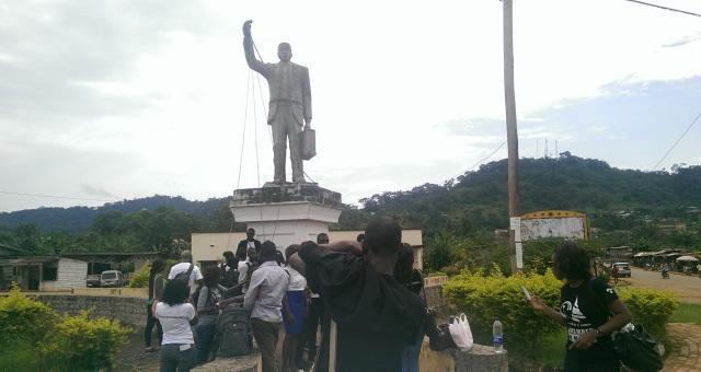 La statue représentant Ruben Um Nyobè à Eséka.
