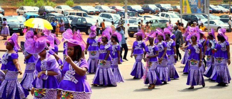Article : Les journées internationales, les défilés, le folklore et tout le blabla…